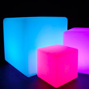 Cube lumineux colorés